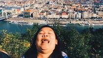 Foto: Keliling Dunia, Cewek Ini Pose Selfie Pamer Double Chin