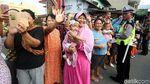 Foto: Warga Solo Meluber ke Jalan Tonton Kirab Kereta Kencana