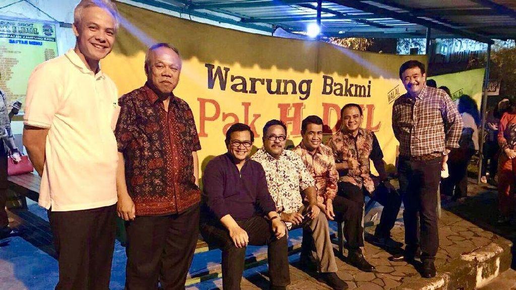 Di Sela Prosesi Kahiyang, Megawati Hingga Djarot Makan di Warung Bakmi