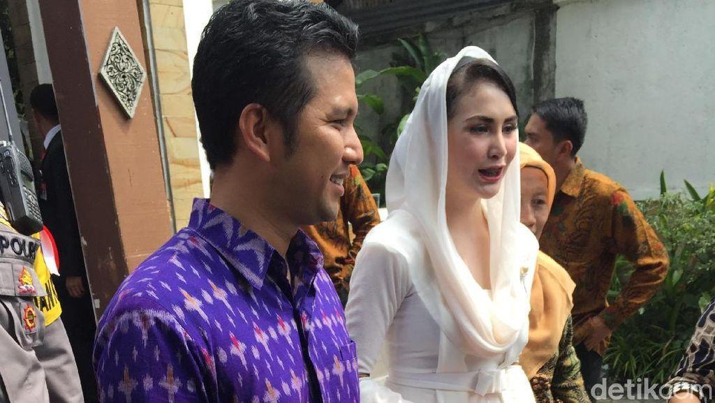 Arumi Bachsin Ungkap Alasan Pakai Baju Recycle ke Pernikahan Kahiyang