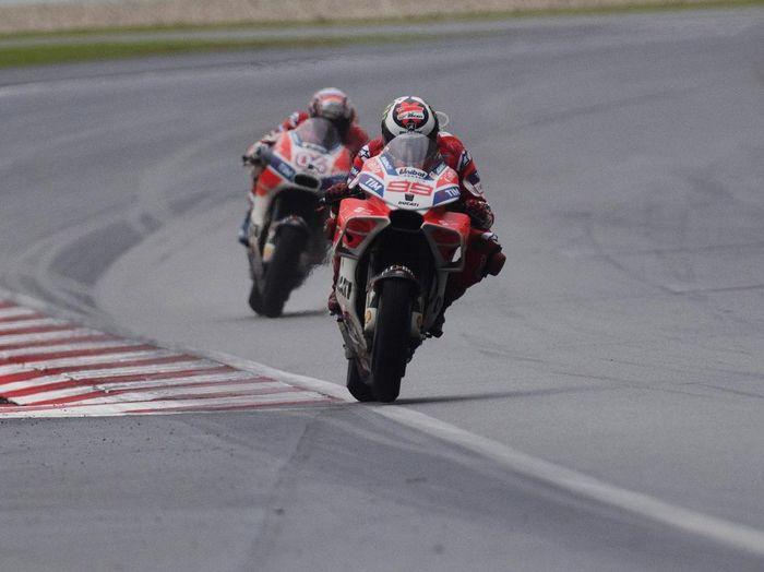 Jorge Lorenzo siap membantu Andrea Dovizioso menjadi juara dunia di MotoGP Valencia (Mirco Lazzari gp/Getty Images)