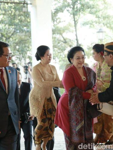 Gaya Rambut Sasak Tinggi Istri Setya Novanto Hingga Konde Jawa Annisa Pohan