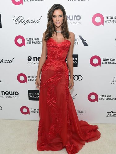 Curhat Alessandra Ambrosio Soal Pensiun dari Victoria's Secret