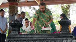 SBY dan Ani Yudhoyono Ziarah ke Makam Sarwo Edhie di Purworejo
