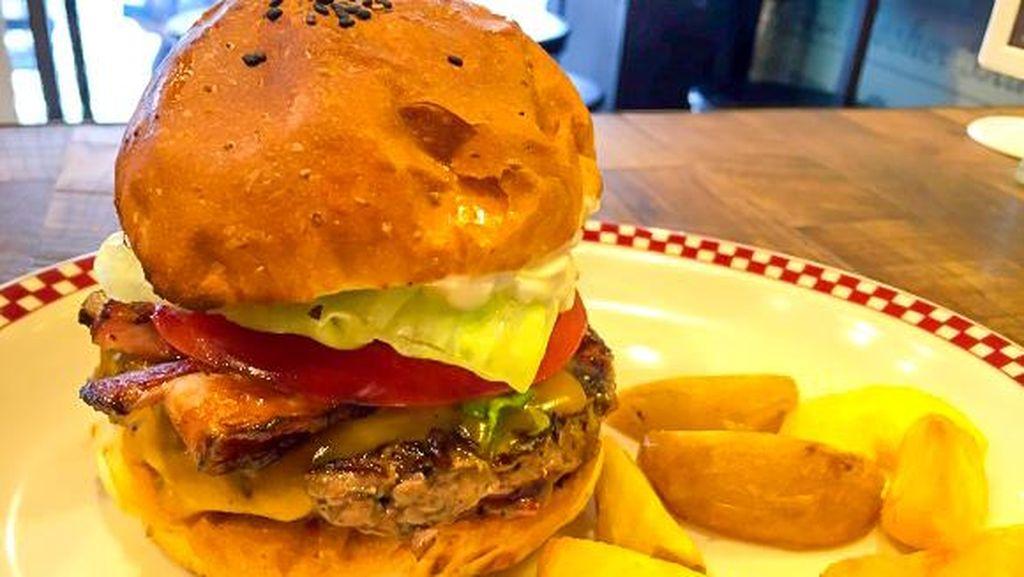 Kreasinya Dimakan Donald Trump, Gerai Burger Ini Kini Kebanjiran Pembeli