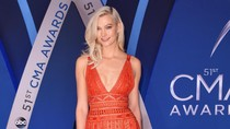 Foto: 7 Gaya Terbaik Selebriti di Country Music Awards 2017
