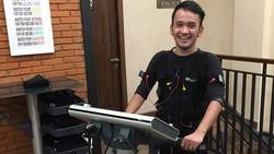 Tak heran saat ini banyak para selebritis yang menginginkan tubuhnya tetap fit dengan tubuh ideal, seperti halnya Ruben Onsu. Seperti apa perubahannya?