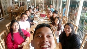 Sehari Setelah Nikah, Kahiyang-Bobby Asyik Makan Bareng Keluarga
