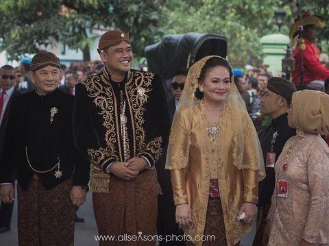 Foto: Gaya Ibunda Bobby Nasution yang Selalu Pakai Veil di Pernikahan