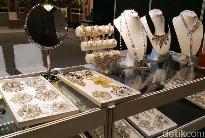 Mutiara tersebut berbentuk kalung yang sangat mewah dan indah. Kalung ini dipamerkan di Indonesia Pearl Festival di Lippo Mal Kemang oleh Lombok NTB Pearl by Riana Meilia.