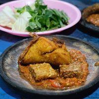 Kuliner Penyetan Di Surabaya Youtube
