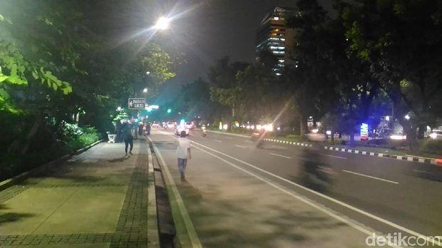 Kendaraan sudah dapat melintas di Jalan Medan Merdeka Selatan, lalin lancar di kedua arah