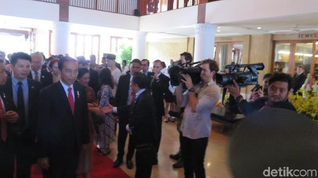 Hadir di KTT APEC Vietnam, Jokowi Disambut Pengusaha RI