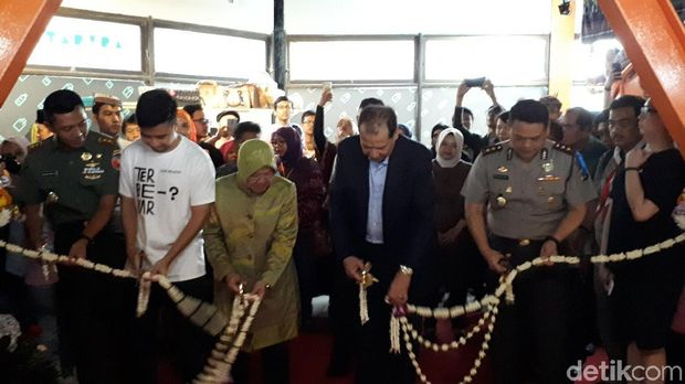 Tri Rismaharini, Chairul Tanjung, dan Vidi Aldiano meresmikan Co-Working Space