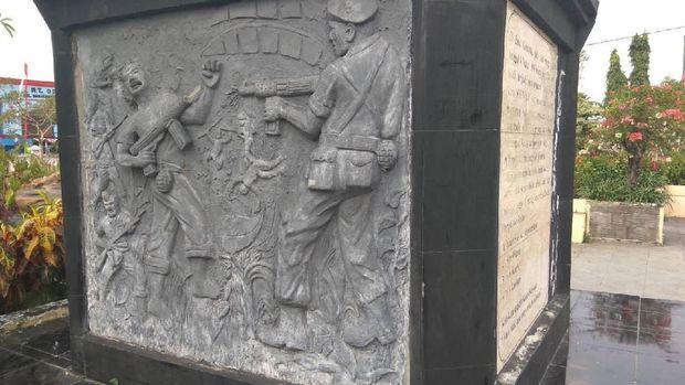 Diorama pertempuran Kadet Soewoko di bagian bawah patung
