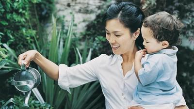 3 Manfaat Menggendong Anak