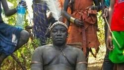 Bagi suku Bodi di Ethiopia memiliki badan besar bukan merupakan hal yang buruk. Pria dengan badan besar dan perut buncit dianggap seksi.