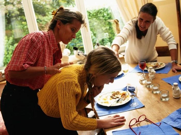 Tersedak makanan sering terjadi karena cara makan yang salah. Foto: Ilustrasi/thinkstock