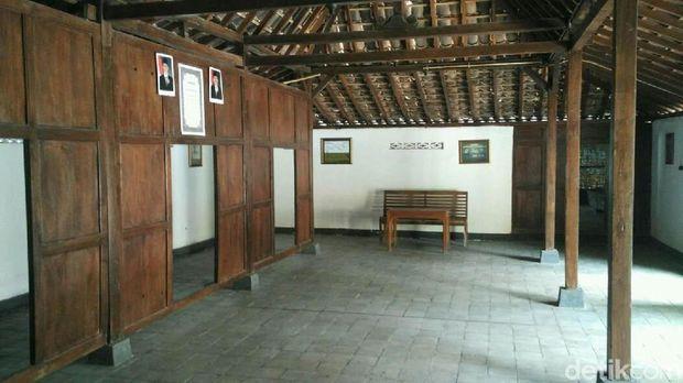 Salah satu ruangan di monumen stasiun radio