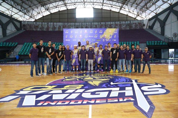 Menurut CLS, momen tersebut memang dilakukan dengan sengaja. Klub yang akan tampil di Asean Basketball League (ABL) musim 2017-2018 itu memang ingin memberi penghormatan bagi para pahlawan yang telah berjuang memerdekaan Indonesia. Pool/Media Relations Officer CLS Knights Indonesia.
