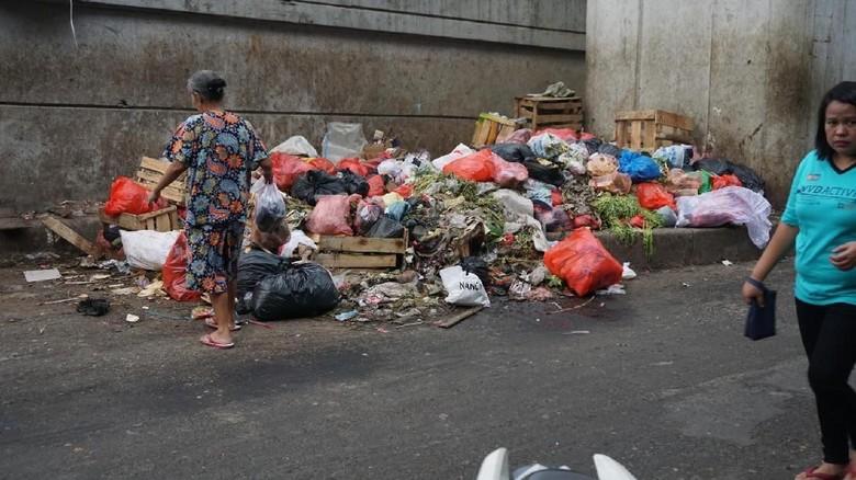 Before-After Sampah Busuk di Flyover Kebayoran Lama Jadi Taman