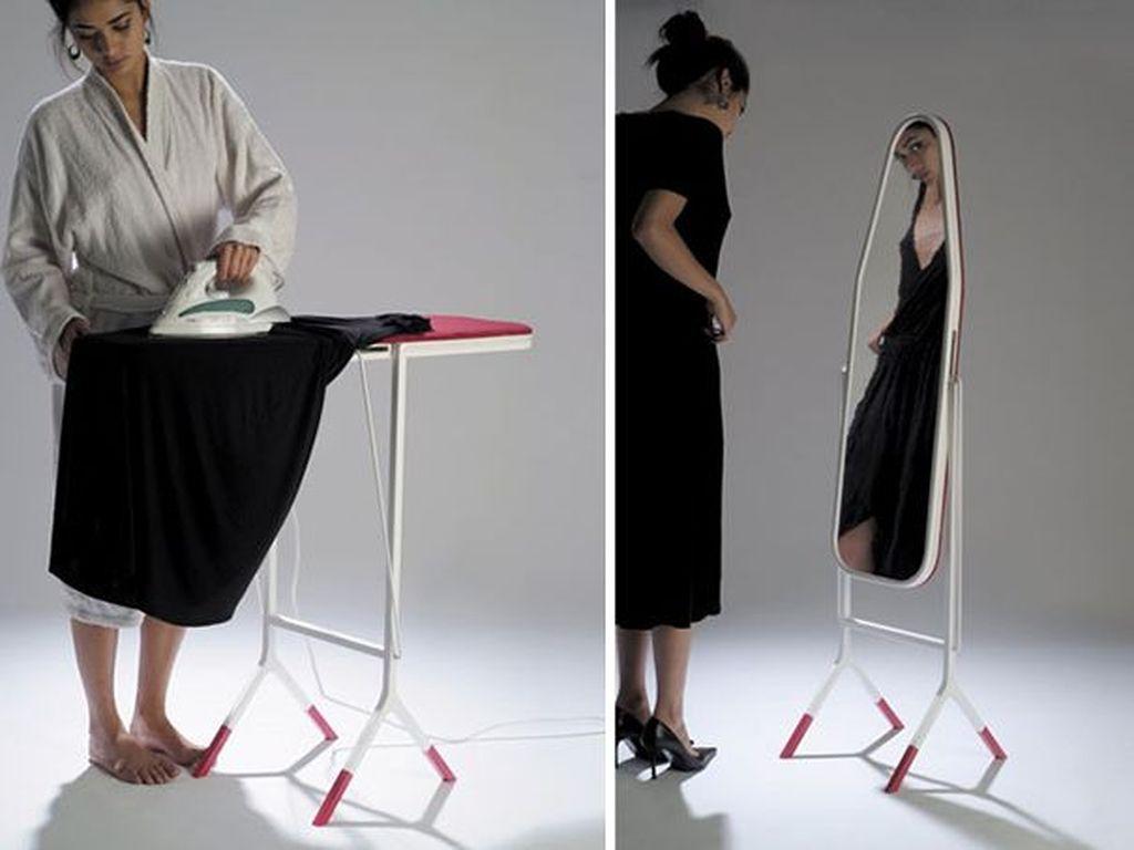 Papan setrika yang bisa dibalik menjadi cermin. Foto: istimewa