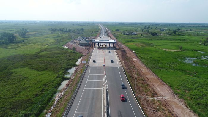 Tol Palembang Indralaya (Palindra) seksi I ruas Palembang–Pamulutan dibangun sepanjang 7,8 km.Tol ini merupakan tol pertama yang ada di Sumatera Selatan (Sumsel) dan Tol Trans Sumatera pertama yang diresmikan oleh Jokowi. Pool/Hutama Karya.
