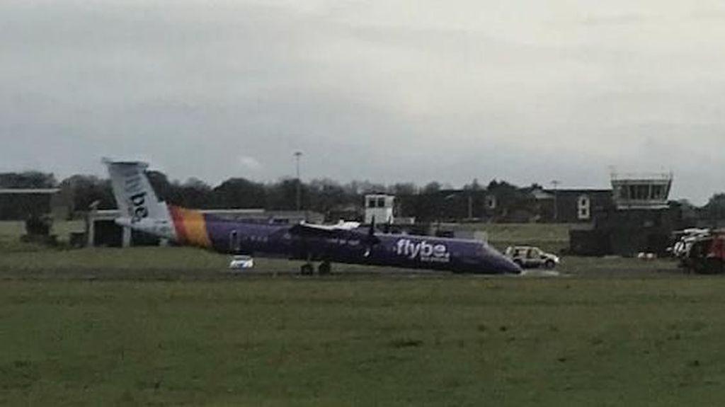 Roda Gagal Membuka, Pesawat Ini Mendarat Darurat di Irlandia Utara
