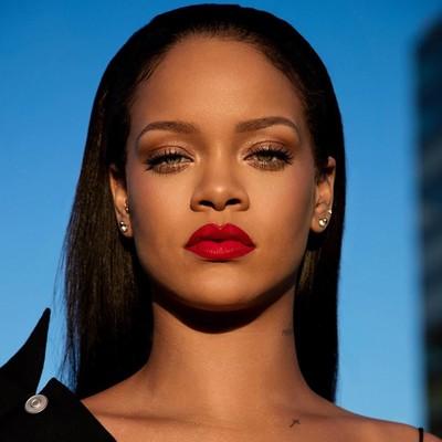 Lipstik merah Rihanna