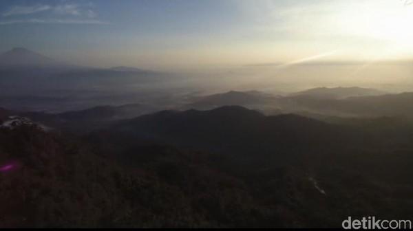 Puncak Khayangan Sigendol terletak di Desa Giyombong, Kecamatan Bruno, dan berjarak sekitar 30 KM dari pusat Kota Purworejo (Rinto Heksantoro/detikTravel)