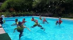 Olahraga di air tidak hanya menyenangkan. Berenang misalnya, bisa dimanfaatkan untuk terapi stroke hingga nyeri punggung.