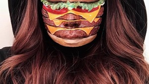 Keren! Makeup Artist Ini Rias Wajahnya hingga Mirip Burger dan Pizza