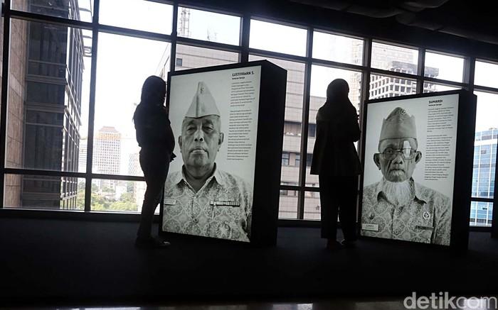 Pameran foto pejuang memperingati Hari Pahlawan. Foto: Rengga Sancaya/detikcom