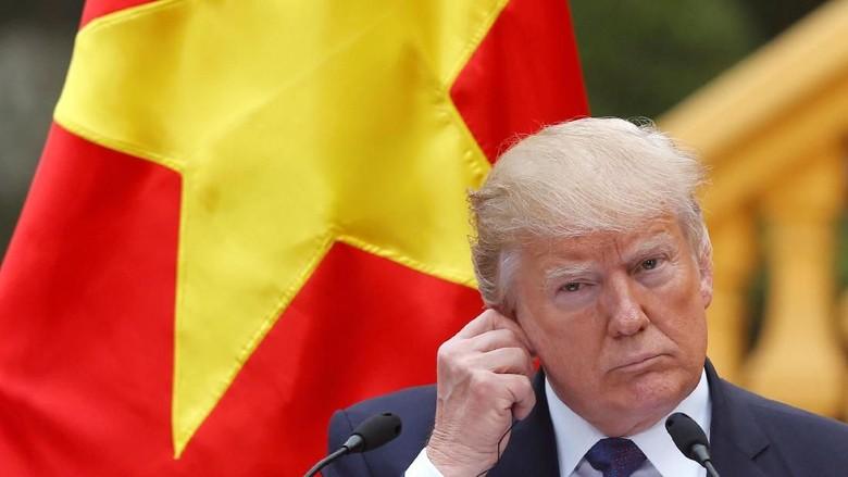 Trump Pecat Eks Penasihatnya karena Bohongi Wapres AS dan FBI