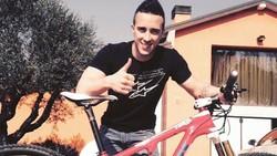 Andrea Dovizioso malam ini akan bersaing merebutkan gelar juara MotoGP 2017. Ia pun harus menjaga kondisi tubuhnya agar tetap bugar dengan berbagai olahraga.