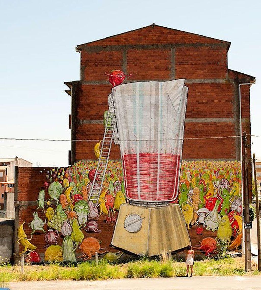 Berlokasi di Ordes, Spanyol, terlihat seluruh tembok dilukis dengan keren. Foto: internet