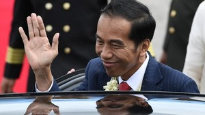 Momen Jokowi dan Iriana Tiba di Manila untuk Hadiri KTT ASEAN