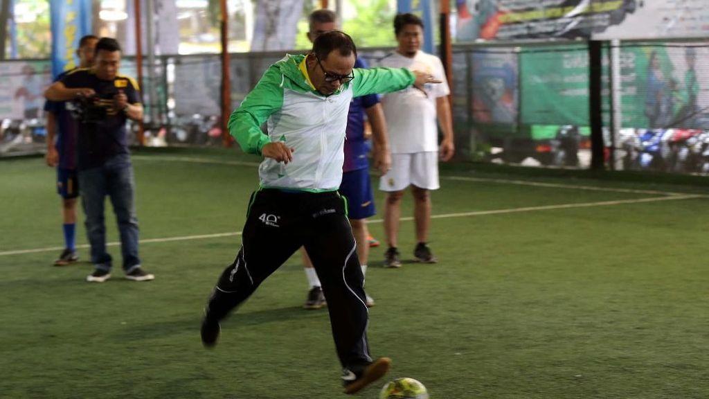Ketika Menaker dan Dirut BPJS TK Tanding Futsal