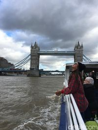 Nikmatilah London dari Thames River