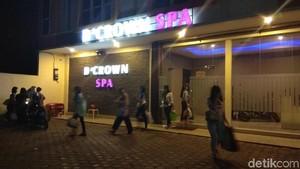 Polisi Gerebek Griya Pijat DCrown di Karawang