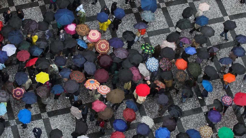 BMKG Prediksi Hujan Lebat, Jaga Kesehatan dengan 4 Cara Ini (1)