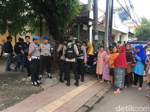 Prarekonstruksi Dokter Tembak Mati Istri, Keluarga dr Letty Datang