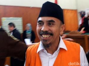 Foto: Tawa Wawan Jenderal NII Usai Divonis 10 Tahun Penjara