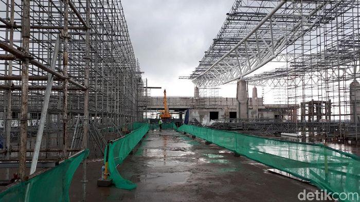 Pengoperasian Bandara Internasional Jawa Barat (BIJB) Kertajati ditargetkan terealisasi pada Juni 2018. Progres pembangunan tiga paket pengerjaan sudah mencapai 67,5 persen.