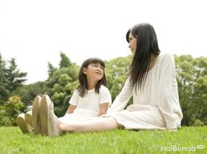 Tips Agar Orang Tua Tak Canggung Bicara Soal Seks ke Anak