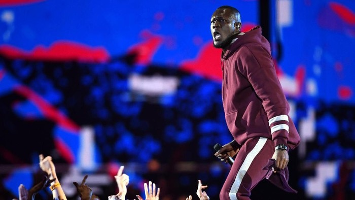 LONDON, ENGLAND - NOVEMBER 12:  Rapper Stormzy performs on stage during the MTV EMAs 2017 held at The SSE Arena, Wembley on November 12, 2017 in London, England.  (Photo by Ian Gavan/Getty Images for MTV)