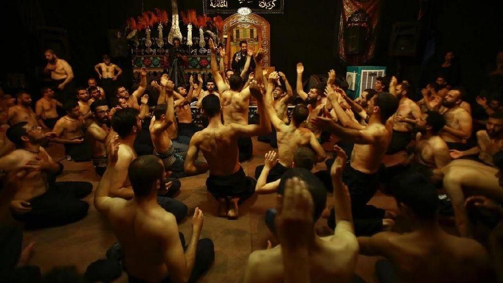 Mengenal Ritual Mencambuk Diri di Irak