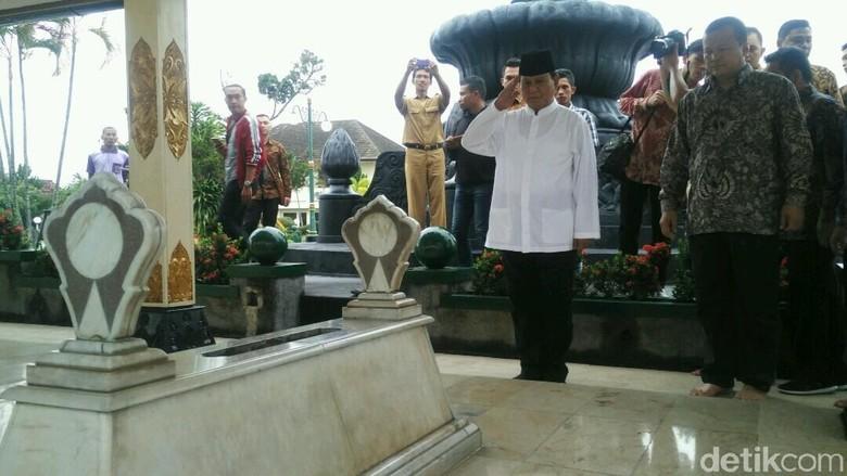 Usai ke Makam Raja, Prabowo Ziarahi Makam Jenderal Soedirman di Yogya