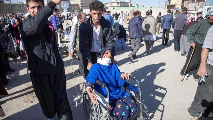 Isak Tangis Keluarga Korban Gempa Irak-Iran (Foto: Reuters)