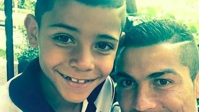 Anak Kekar Seperti Putra Cristiano Ronaldo, Gimana Menurut Bunda?
